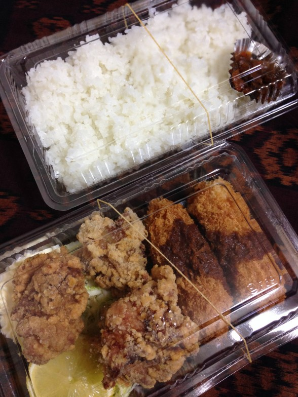 昼のお弁当 ご飯・から揚げ・カニクリームコロッケ