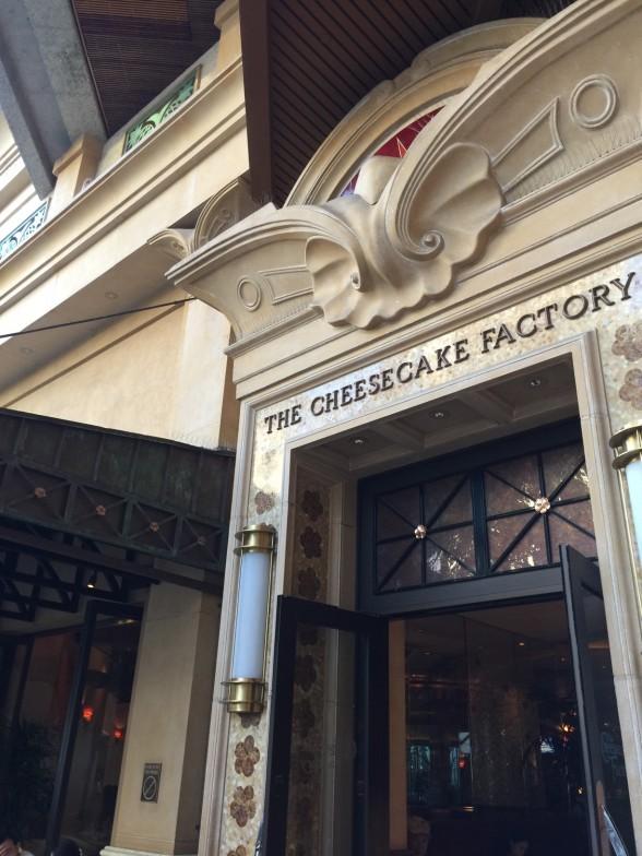 チーズケーキファクトリー 入り口