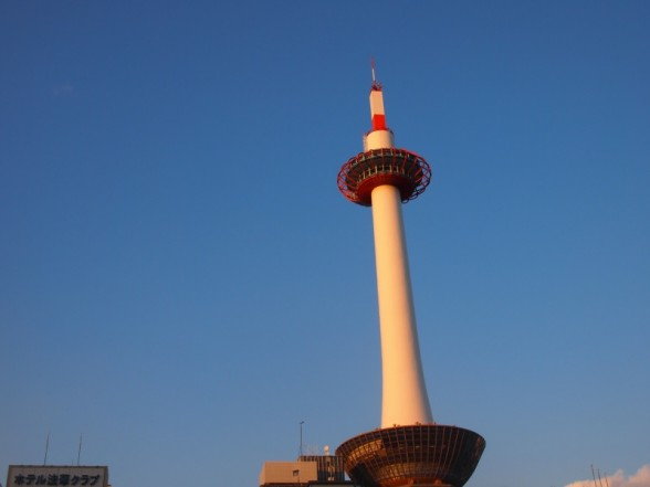 京都タワーと空