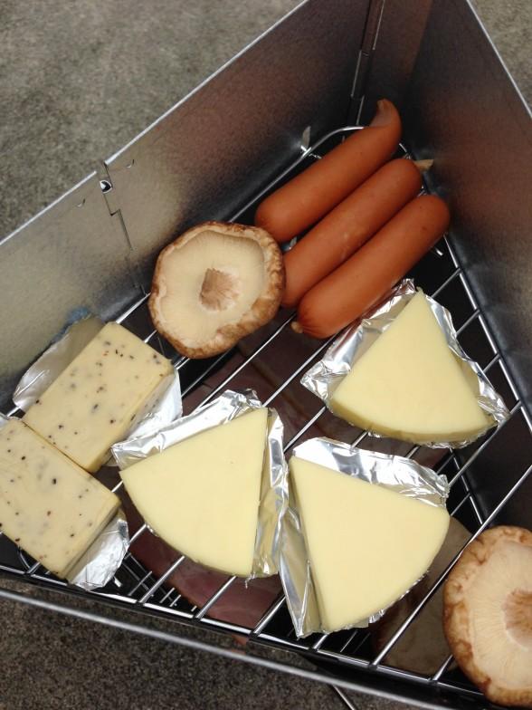 スモーカーにチーズ・ウインナー