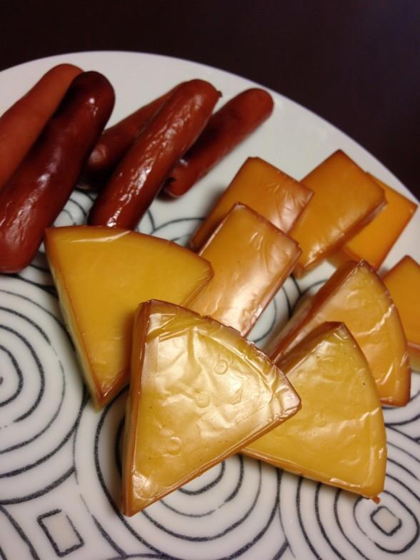 チーズとウインナーの燻製