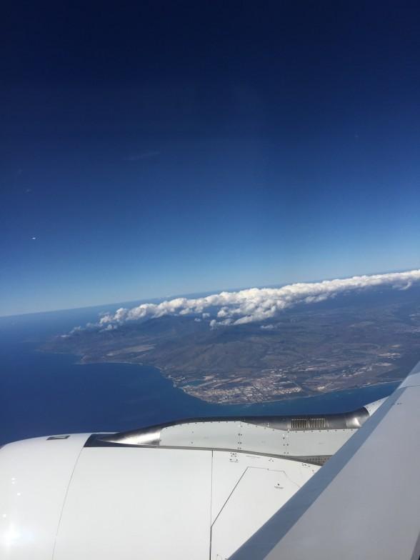 飛行機からハワイを眺める
